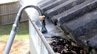 Telescopic gutter water cleaner