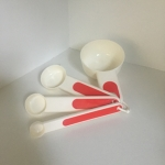 Set of Measuring Spoons (Set of 4) White/Red