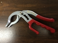 Pipe gripping pliers, adjustable