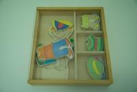 Dřevěná hra - oblékání / Wooden dressing game