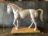 Horse statue (life size)