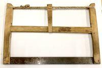 Vieille scie en bois antique