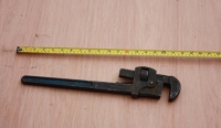 Adjustable pipe wrench 18