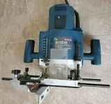 "Bosch variable speed 1/2"" plunge router with cutting guide/base"