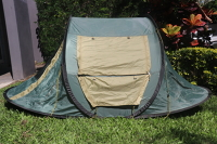 Instant Pop-Up Tent: Drab Green