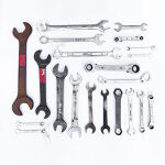 Adjustable spanner wrench: 18 inches