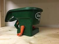 Scott's Handy Green Seeder