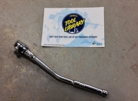 Socket wrench with angled handle