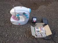 Mini šicí stroj / Mini sewing machine