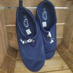 Adult wet shoes size 11