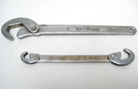 Auto-adjusting wrench set
