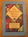 The backyard berry book / by Stella Otto