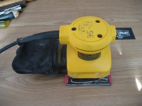 Dewalt 1/4 Sheet Palm Sander