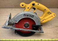 """DeWalt 6 1/2"""" 18v cordless circular saw"""