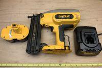 Dewalt 18-gauge Cordless Brad Nailer Kit