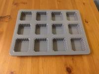 Square muffins tin