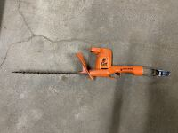 "Black and Decker - 16"" Cut Hedge Trimmer"